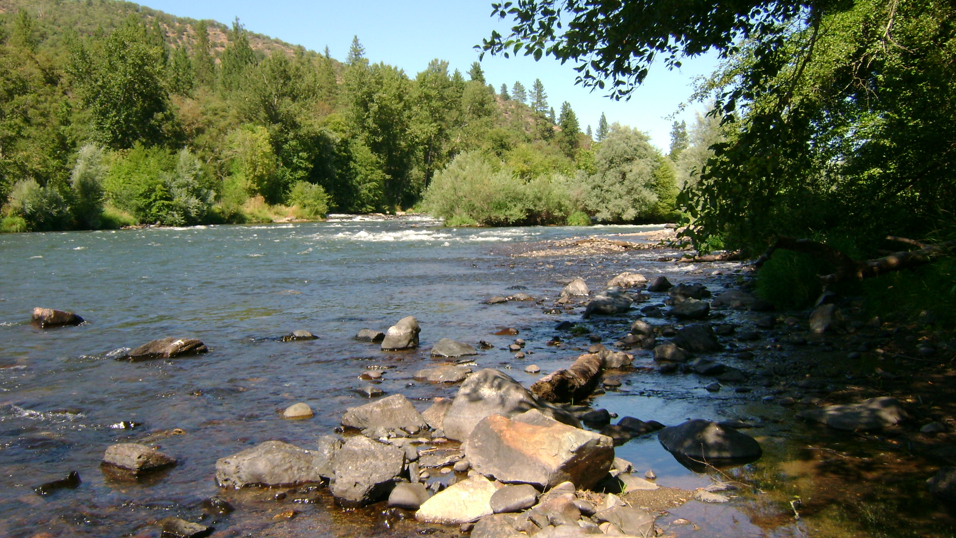 gold dredging opportunities on the Rogue River in southern Oregon